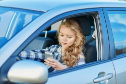 distracted driving leads to car accidents